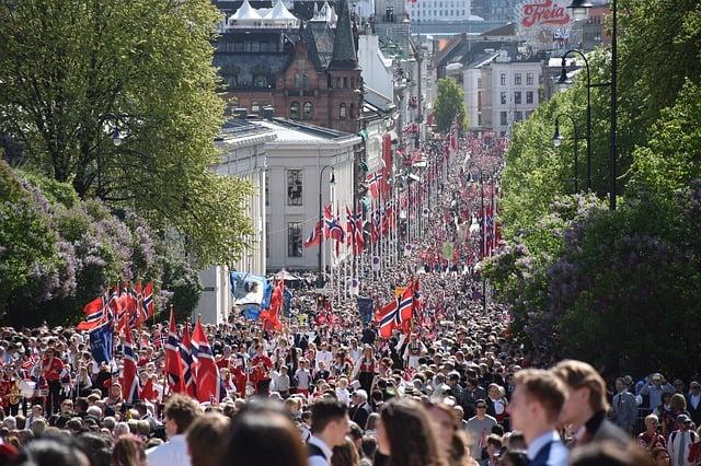 Norwegen nasjonaldagen nationalfeiertag Carl Johan Gate